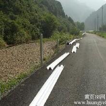 锌钢护栏安装高速公路立柱打桩队