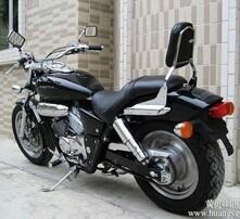 马格娜摩托车图片
