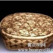 北宋珍珠地工艺精美之作登封窑白釉珍珠地划花缠枝花纹枕市场价值高不高