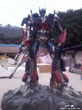 大黄蜂雕变形金刚5雕塑玻璃钢变形金刚5雕塑东莞大型机器人雕塑厂家